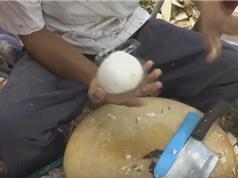Clip: Hướng dẫn gọt dừa lấy cả ruột và nước