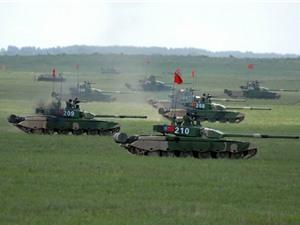 Tăng thiết giáp Trung Quốc ùn ùn kéo sang Nga đua tài