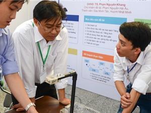 Sinh viên Cần Thơ chế tạo máy đọc sách cho người khiếm thị