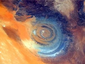 Lý giải về sự ra đời con mắt khổng lồ của sa mạc Sahara