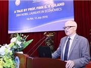 Giáo sư Finn E. Kydland thuyết trình tại Hà Nội