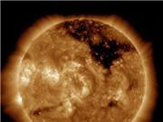 Lỗ nhật hoa khổng lồ trên Mặt trời có thực sự đáng sợ?