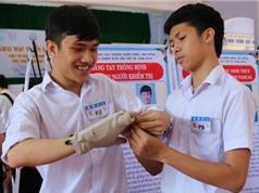 Găng tay thông minh cho người khiếm thị; Cáp AAG sẽ được khắc phục sớm