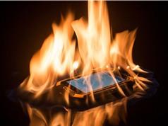 Clip: Smartphone chống chịu lửa cực độc