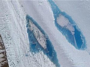 Sông băng Nam Cực xuất hiện gần 8.000 hồ nước xanh dương kỳ lạ