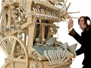 Clip: Cỗ máy phát nhạc thủ công kỳ lạ nhất thế giới