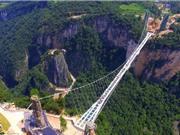 """""""Thót tim"""" với chùm ảnh về cây cầu thủy tinh cao nhất thế giới"""
