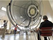 Trời siêu nóng,  quạt điện gây hại cho người già