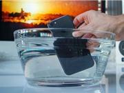 """Clip: """"Lặn"""" 1 tiếng dưới nước, iPhone 7 vẫn """"sống"""" tốt"""