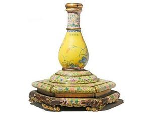 Tìm thấy chủ nhân của lọ hoa quý thời Càn Long giá 78.000USD