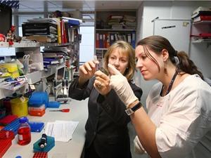 Phụ nữ làm khoa học liên kết chống phân biệt đối xử