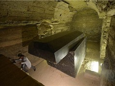 Những cỗ quan tài đen trăm tấn gần kim tự tháp Ai Cập