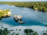 Cận cảnh nhà tù chìm trong biển nước ở Estonia