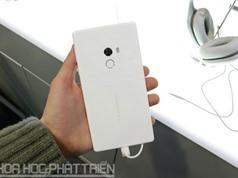 Clip: Trên tay Xiaomi Mi Mix phiên bản màu trắng