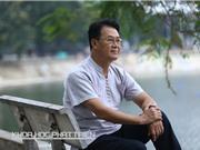 Giáo sư Việt kiều về nước ở nhà thuê, đi xe máy