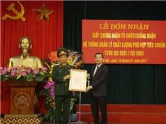 Bộ trưởng Chu Ngọc Anh trao chứng nhận ISO 9001 cho đơn vị quốc phòng