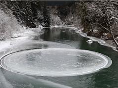 Vòng băng bí ẩn xoay tròn giữa lòng sông ở Mỹ