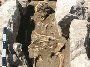 Bộ xương 800 tuổi chứa 'tế bào ma' của vi khuẩn chết người
