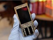 Trên tay điện thoại mạ vàng, họa tiết Đông Sơn giá 150 triệu đồng