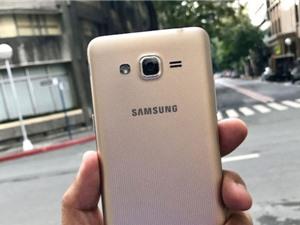 Chùm ảnh smartphone 4G, giá siêu rẻ của Samsung