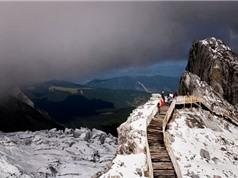 Vẻ đẹp tựa tiên cảnh ở ngọn núi quanh năm bị tuyết phủ