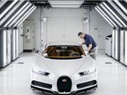 """""""Đột nhập"""" nhà máy lắp ráp siêu xe Bugatti Chiron"""