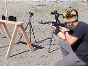 Clip: Hủy diệt hàng loạt iPhone bằng AK-74 nhưng để lọt Galaxy S6