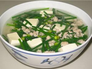 Hướng dẫn làm món canh hẹ nấu thịt thơm ngon, bổ dưỡng
