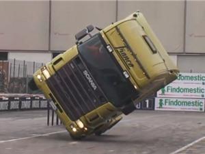 Clip: Lái đầu kéo container đi bằng 2 bánh