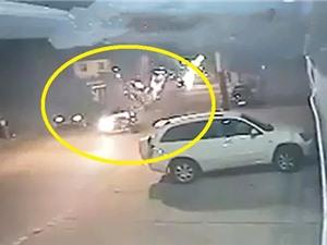 """Clip: Vụ tai nạn kinh hoàng khi xe máy """"đấu đầu"""" ô tô"""