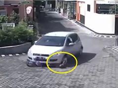Clip: Bị xe hơi tông ngang người, bé gái vẫn đi lại bình thường
