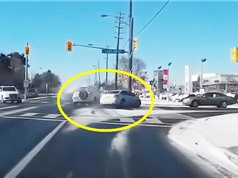 Clip: Những vụ tai nạn khó lường nhất trên đường bộ