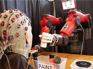Chế tạo robot có thể điều khiển bằng não người