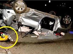 Clip: Taxi tông xe Mitsubishi Outlander khiến bé trai văng ra ngoài