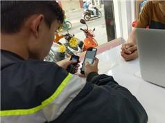"""Giá smartphone """"siêu phẩm"""" chạm đáy nhưng không có người mua"""