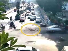 Clip: Cảnh sát giao thông gặp tai nạn bất ngờ ở Ấn Độ