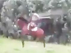 """Clip: """"Ngả mũ"""" với tiết mục cưỡi ngựa nhảy dây"""