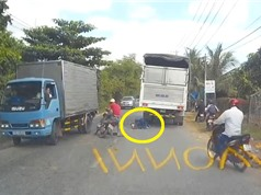 Clip: Nam thanh niên chết thảm vì bạn cố vượt xe tải ở TP. Hồ Chí Minh