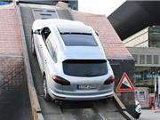 Clip: Audi Q7 và Porsche Cayenne trổ tài leo dốc đứng