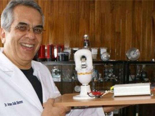 Chế tạo thành công pin vĩnh cửu, bật sáng đèn pin trong 100 năm