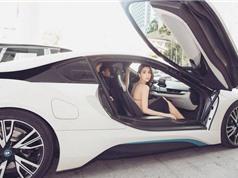 """""""Nữ hoàng nội y"""" Ngọc Trinh lưng trần ngồi BMW i8 tiền tỷ"""