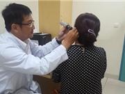 Nhập viện vì dùng tăm bông ngoáy tai sai cách