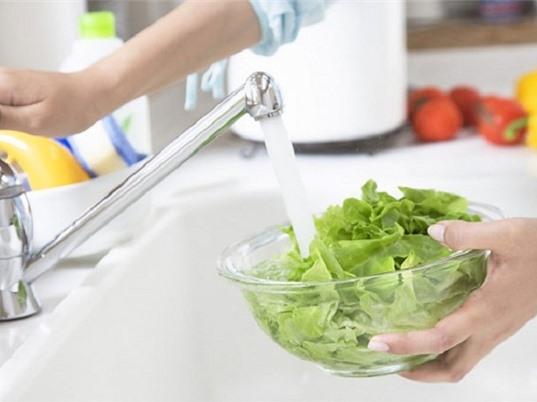 Hướng dẫn cách rửa rau sống sạch mầm bệnh, thuốc trừ sâu