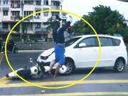 Clip: Vượt đèn đỏ, người đàn ông chạy môtô bị tông trọng thương