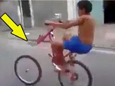 """Clip: """"Sửu nhi"""" ngã cắm đầu vì bốc đầu xe đạp"""