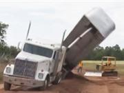Clip: 10 tai nạn xe tải vô cùng hy hữu