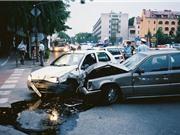 """CLIP HOT NHẤT TRONG NGÀY: Ôtô gây tai nạn kinh hoàng, sư tử bị """"đánh hội đồng"""""""