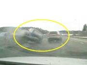 Clip: Mitsubishi Pajero gây tai nạn thảm khốc trên đường cao tốc