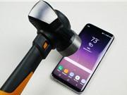 """Clip: """"Tra tấn"""" Samsung Galaxy S8 Plus bằng dao và búa"""