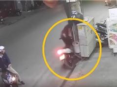 Clip: Thanh niên phóng xe Sirius, tông vào cột điện ngã sấp mặt